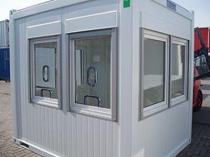 """weißer Kassencontainer mit vier Fenstern"""""""